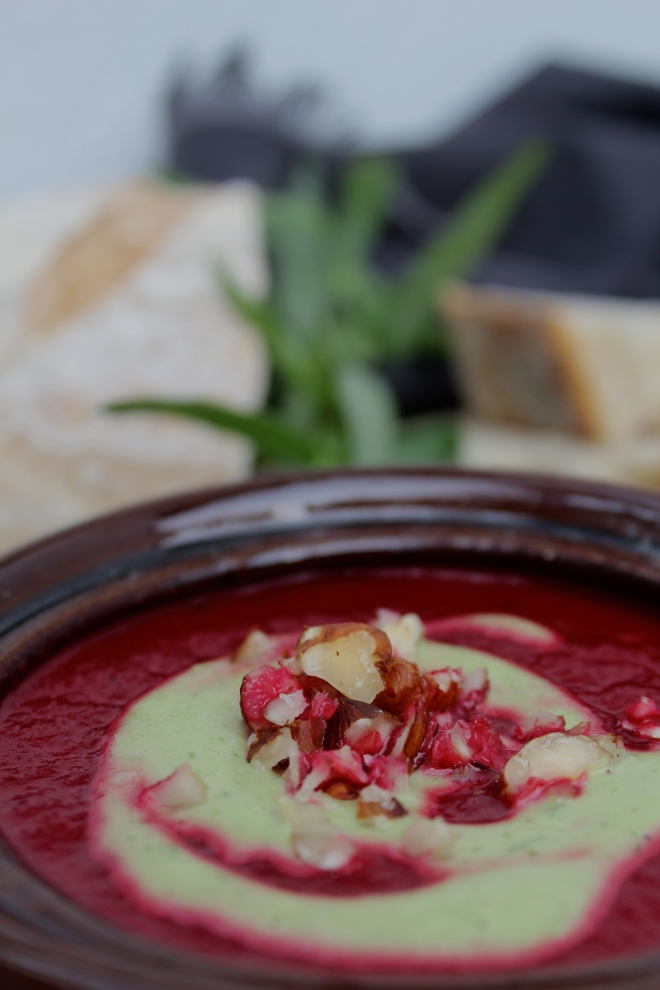Vegan-homemade-beetroot-soup-for-a-healthy-lunch.